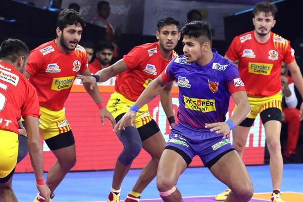 PKL 7: Unbeaten Gujarat outclass Delhi 31-26 - Sports News in Hindi