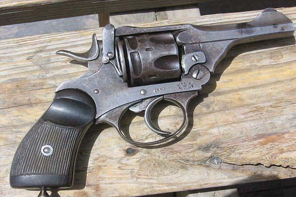 लाइसेंसी बंदूक जमा करने के आदेश