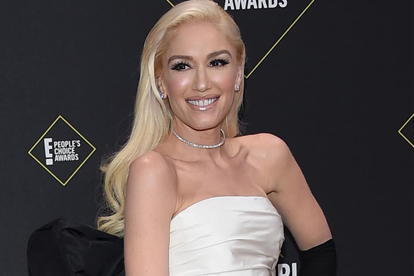 Gwen Stefani reacts with humour to fan who trolls her for failing - Hollywood News in Hindi