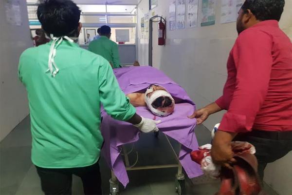कोर्ट परिसर में पेशी पर आए व्यक्ति पर तेजधार हथियार से जानलेवा हमला