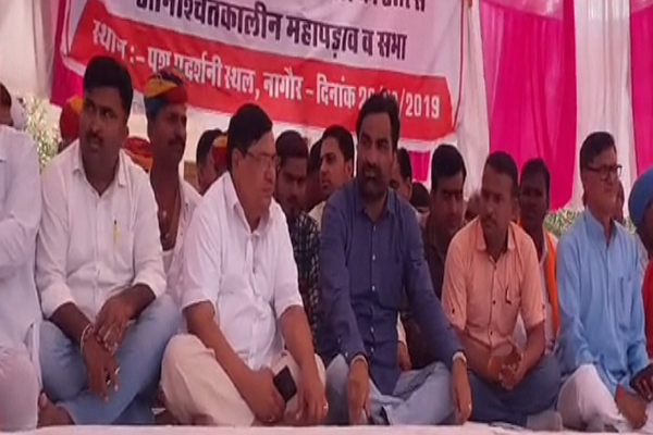 नागौर: राजस्व मंत्री हरीश चौधरी और सांसद हनुमान बेनीवाल के बीच हुई समझौता वार्ता के बाद 3 दिन से जारी महापडाव स्थगित