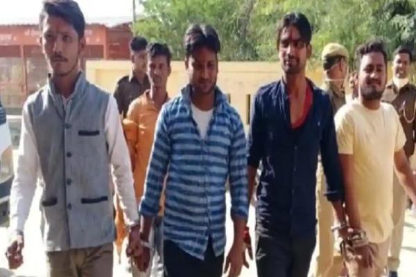 मथुरा में 4 युवकों ने ईदगाह में किया हनुमान चालीसा का पाठ, हिरासत में