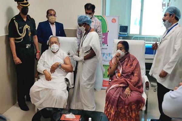 आंध्र प्रदेश के राज्यपाल ने लगवाई कोविड वैक्सीन