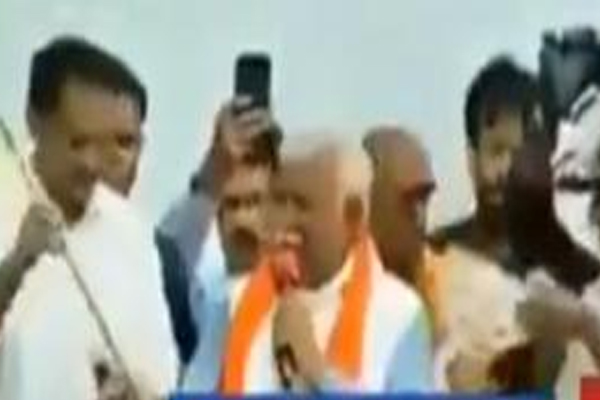 Gardan kaat doonga teri : Haryana CM Manohar Lal Khattar threatens his aide - Rohtak News in Hindi