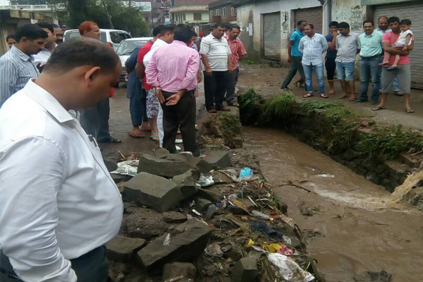 The few hours rain opened the Department mistake, Water entered into houses and shops - Mandi News in Hindi