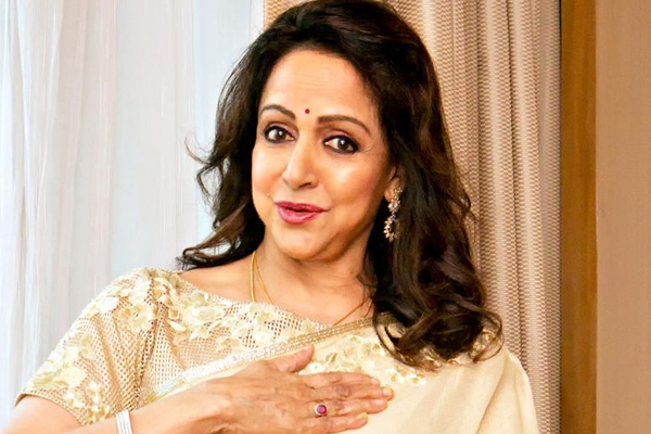 Hema Malini greets women in khaki for relentless service - Shimla News in Hindi