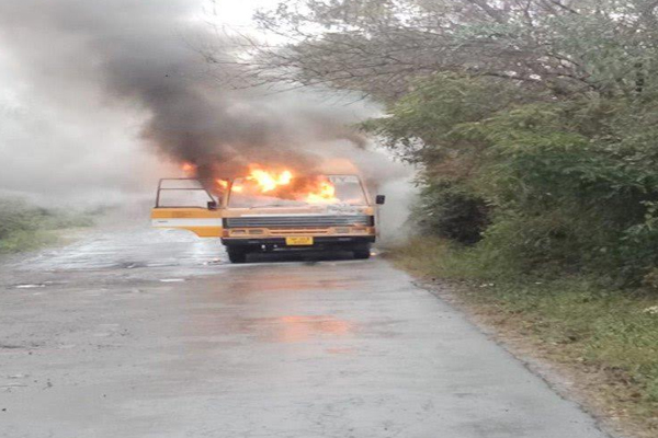 यूनिवर्सिटी की चलती बस में अचानक आग