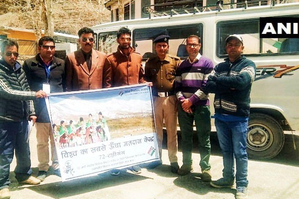 In the Himachal Pradesh, the highest polling station in the world, the Polling team reached and greeting the team - Mandi News in Hindi