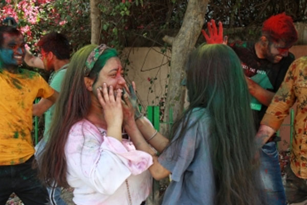 Celebrate Holi in homes: Haryana DGP - Chandigarh News in Hindi