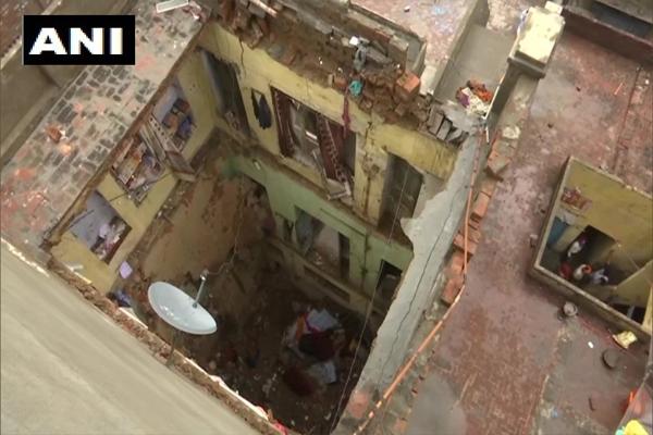 अमृतसर में भारी बारिश से मकान की छत गिरी, 3 लोगों की मौत