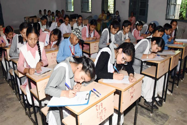 dharamshala news : children on Top position in competitions held in Hindi Rajbhasha fortnight - Dharamshala News in Hindi