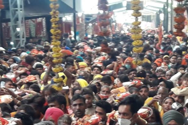 Thousands of devotees from neighboring states bow down in the volcano on Durgashtami - Kangra News in Hindi