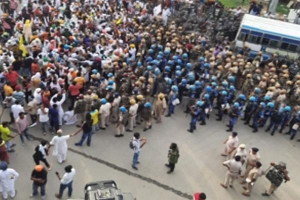 Hundreds of farmers block highways in Punjab, Haryana - Chandigarh News in Hindi