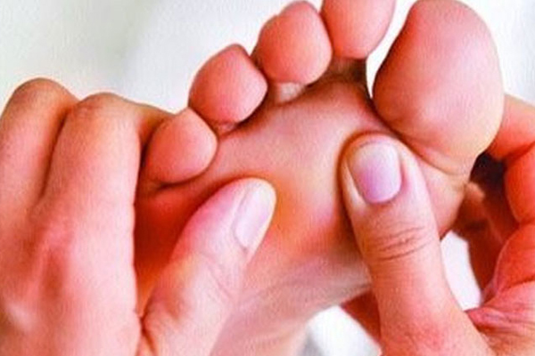 Know Husband Legs Finger Are Lucky For You, According To Samudra Shastra - Jyotish Nidan in Hindi