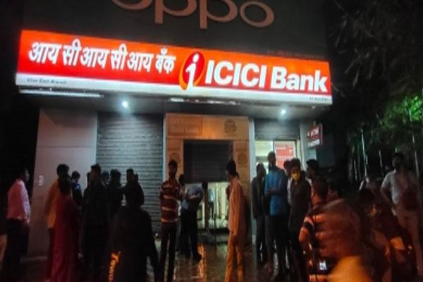 कर्ज चुकाने के लिए बैंक के मैनेजर ने दूसरे बैंक की ब्रांच को लूटने की कोशिश की, अधिकारी का मर्डर किया