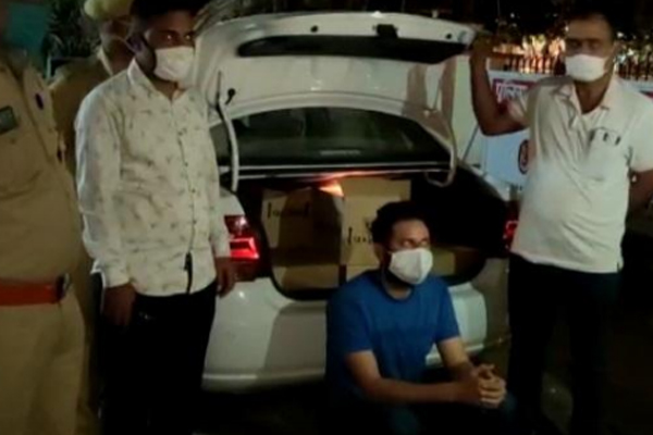 Illegal liquor smuggling from Jaipur, smuggler arrested, 15 cartoon liquor seized - Jaipur News in Hindi