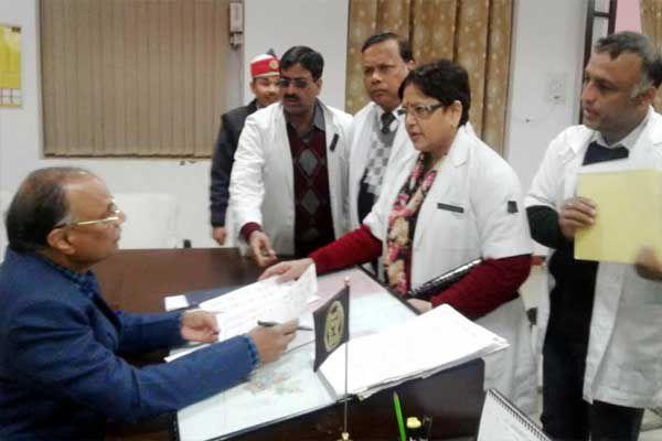 shahjahanpur IMA member doctor gave Memorandum to the DM - Shahjahanpur News in Hindi