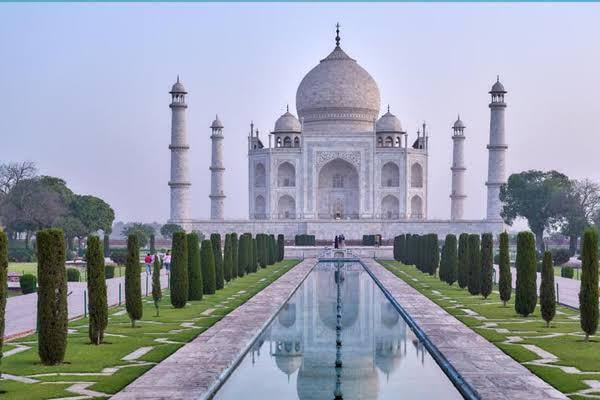 ताजमहल फिर बंद होते ही होटल कारोबारी निराश, कहा, ताजमहल से दिक्कत चुनावों से नहीं !