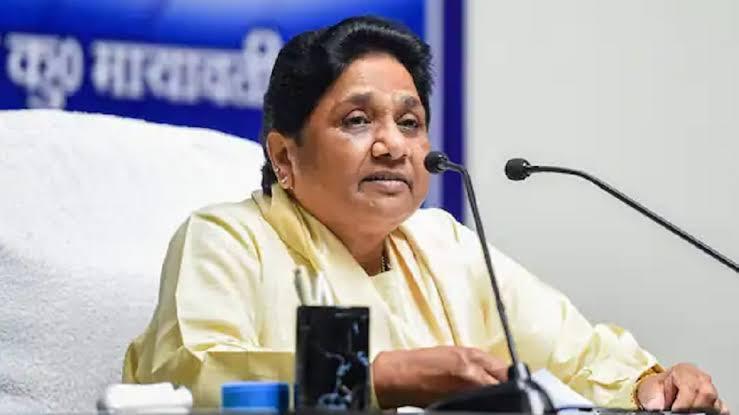 मायावती की सरकार को सलाह, कस्बों और गांवों में युद्ध स्तर पर करें काम