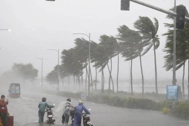Cyclone hit Karnataka coast, heavy rains - Delhi News in Hindi