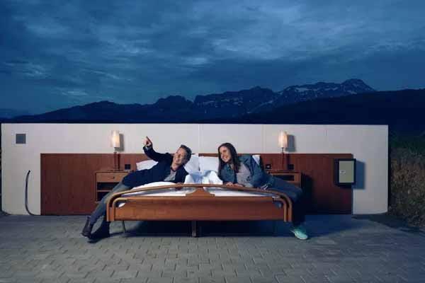 ये क्या! यहां खुले आसमान के नीचे कपल्स गुजारते है रातें, जानिए क्यों?