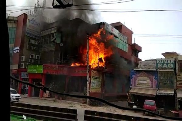 The fierce fire that took place at the furniture shop on Basui Road of Gurujram, furniture of millions of rupees - Gurugram News in Hindi