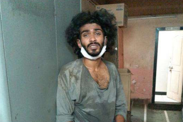 Insane architect attacked policemen with knife - Mumbai News in Hindi