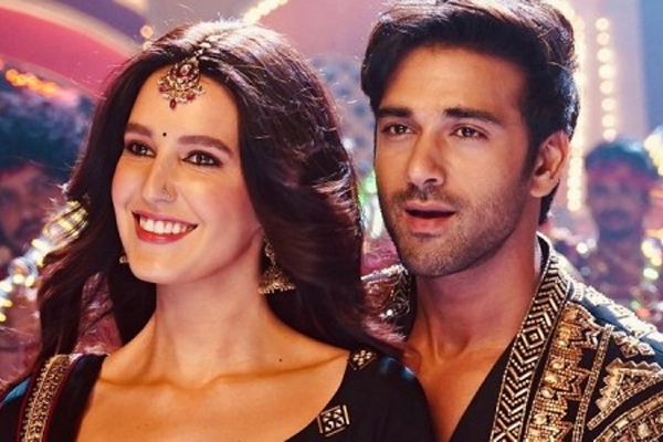 Isabelle Kaif unveils first look of new film, fans compare her to Katrina - Bollywood News in Hindi