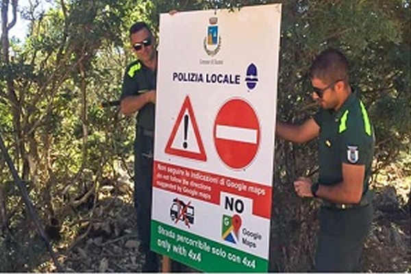 Italian town bans use of Google Maps after too many people get lost - Weird Stories in Hindi