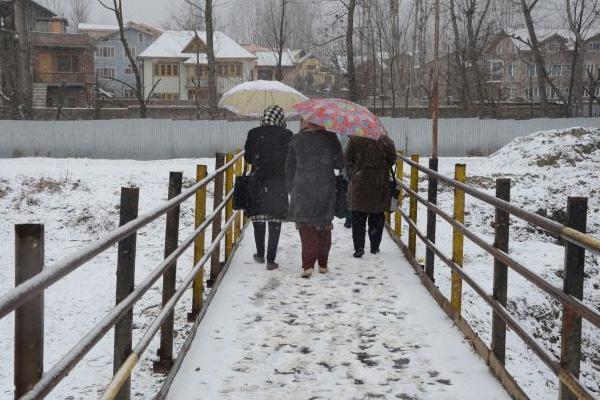 Severe cold in Jammu and Kashmir after decades - Srinagar News in Hindi