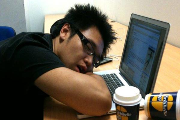 गजब, कंपनी में काम के दौरान यहां सोने की मिलती है सैलरी!