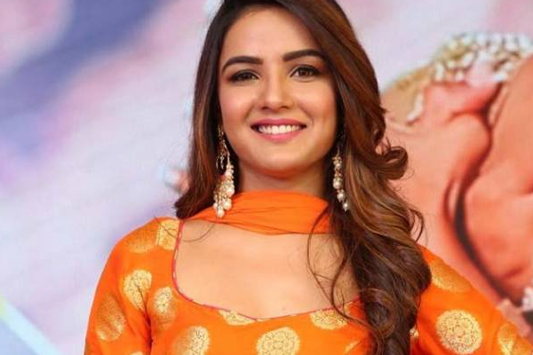 Jasmin Bhasin: Fight with Rakhi Sawant worked against me - Bollywood News in Hindi