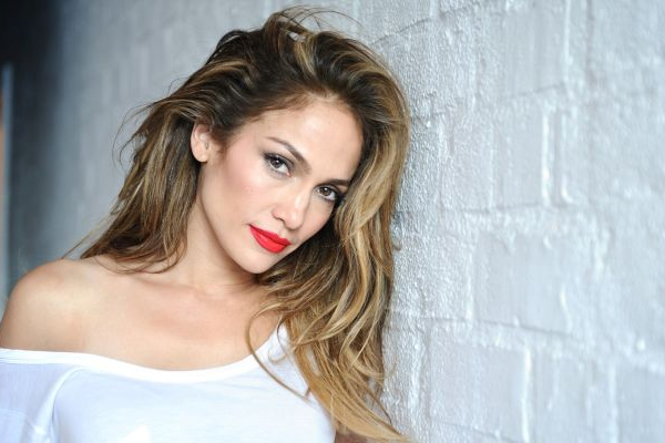 JLo, Ben Affleck make relationship official,seal it with a kiss - Hollywood News in Hindi
