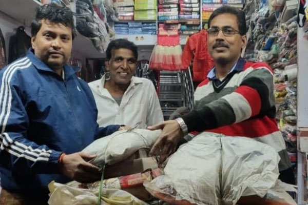 Jharkhand: Bhola old clothes shop means of covering the body made for the poor - Ranchi News in Hindi