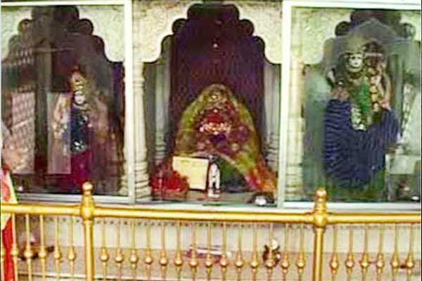 here is hindu temple where worship of a muslim woman - Weird Stories in Hindi