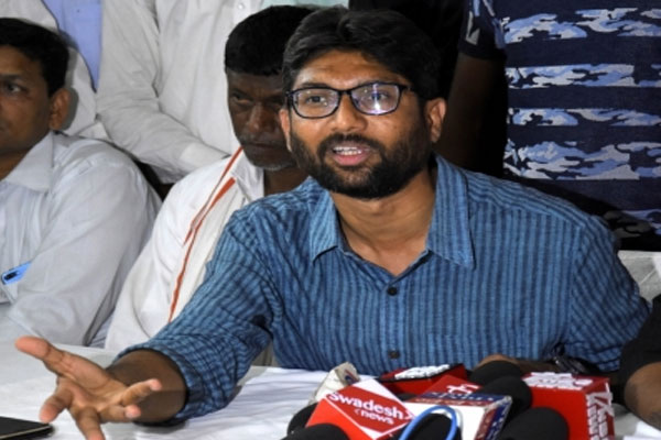 Independent MLA from Gujarat detained Jignesh Mevani - gandhinagar News in Hindi
