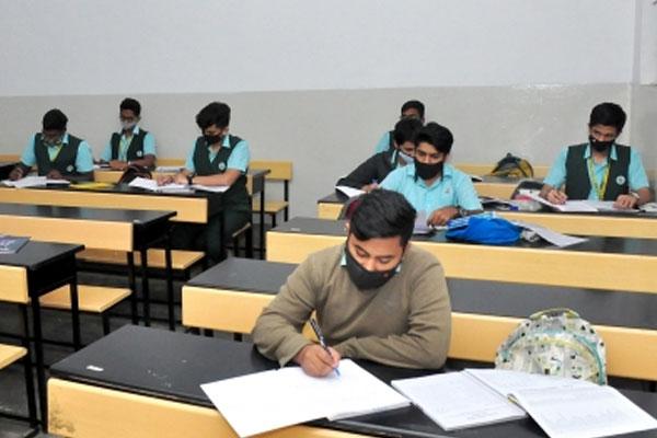Gujarat postponed class 10, class 12 exams, promotion to banks - gandhinagar News in Hindi
