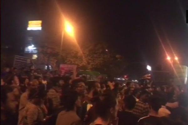 jnu professor molestation students allegation protest delhi - Delhi News in Hindi