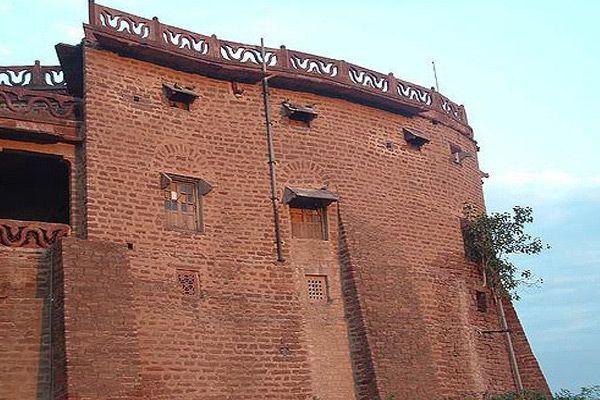 ajab-gajab-story-of-ship-house-mahal-in-rajasthan