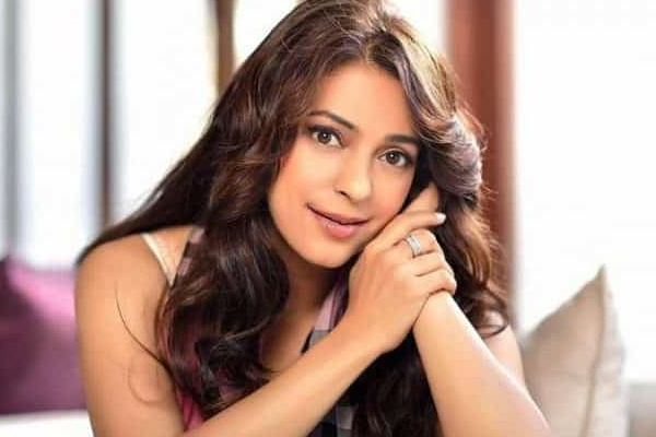 Juhi Chawla: All we are asking for is clarity on 5G - Bollywood News in Hindi