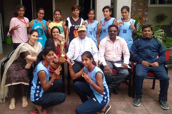 Gold medal in the basketball team of RKSD College - Kaithal News in Hindi