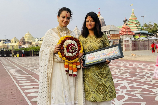 Kangana Ranaut visits Lord Jagannath temple in Puri - Bollywood News in Hindi