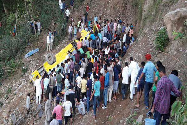 हिमाचल : स्कूल बस खाई में गिरी, शिक्षक- ड्राइवर सहित 30  बच्चों की मौत