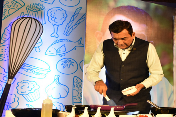 Taste in food comes from emotions so always keep a smile on your face while cooking - Sanjeev Kapoor - Jaipur News in Hindi