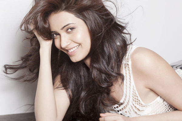 Karishma Tanna has new workout partner - Bollywood News in Hindi