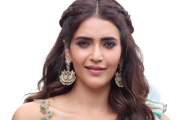 Karishma Tanna is happy to be in a black mood! - Television News in Hindi