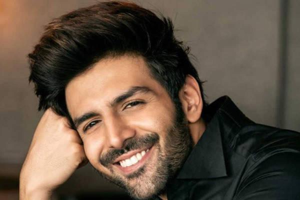 Kartik Aaryan wonders if lockdown is on in cheeky post - Bollywood News in Hindi