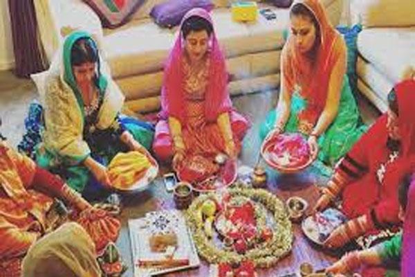 मुस्लिम महिलाओं ने रखा 'करवा चौथ' का व्रत, मौलवियों ने किया विरोध