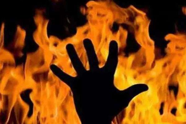 उप्र : प्रेमी संग मिलकर पत्नी ने पति को जिंदा जलाया