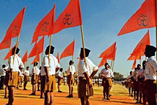 RSS का झंडा हटाना BHU अधिकारी को पड़ा महंगा, विरोध के बाद छोड़ना पड़ा पद
